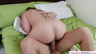 Mature sara jay fucking in the bedroom with her big ass