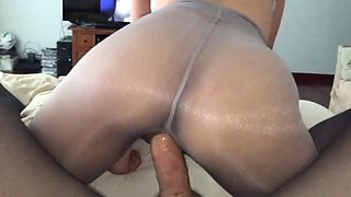 Nyloncouples shiny pantyhose wife fucked by leotard man