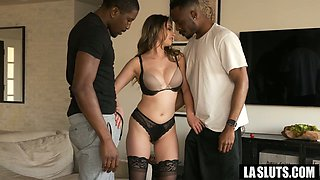 Busty white whore Quinn Wilde works on two fat black cocks at once