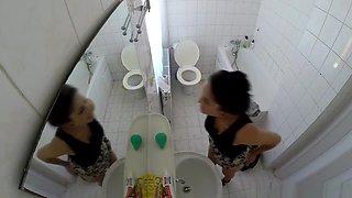 Voyeur hidden cam girl shower Porn toilet