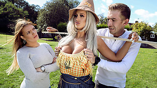Brooklyn Blue & Danny D in Sex With The Scarecrow - BRAZZERS
