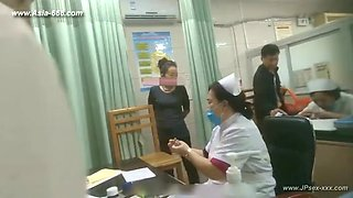 peeping chinese woman to go to the hospital for an injection.1