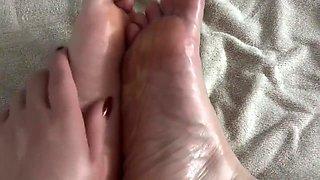 Carlycurvy feet play and cum countdown