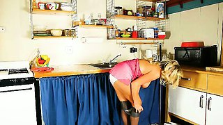 Mom rather masturbates than clean up the kitchen