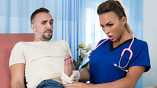 Aubrey Black  Keiran Lee in All Backed Up - BrazzersNetwork