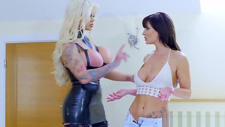 Hardcore lesbian love with Candy and Jennifer - Brazzers