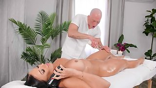 Rachel Starr throws herself at Zac Wild and gives a blowjob