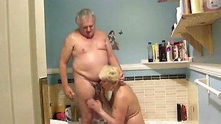 Mature Couple fucking in the bath