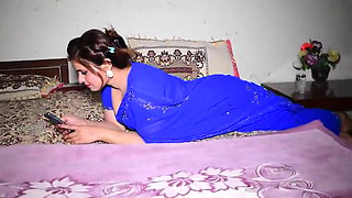 Aaj Main Sahadi main Kaisi Lag Rahi Hun Friends