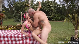 outdoor wild sex is all that Rachel Starr needs for the perfect day
