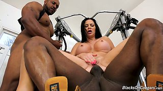 Pierced pussy of big boobed Jasmine Jae is stretched by black studs