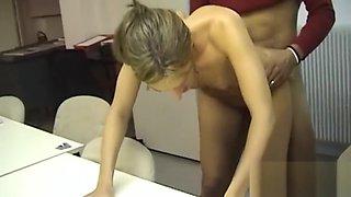 Orgie french milfs au bureau et trio exhib