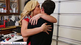 Fabulous giant boobed blonde MILF Tyler Faith rides fat cock like pro