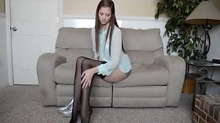 HOW TO PUT ON NYLON STOCKINGS/