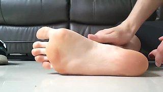 Lisa's feet (IG: Lisa_s_maree)