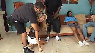 Heidi Brooks dans une exotique blonde, gangbang pour adultes