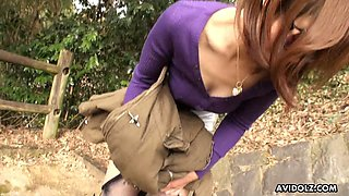 Pissing Japanese girl Atsuko Wata was caught on the bride in broad daylight