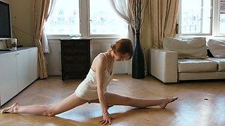 Slender ballerina Milla Lukoshkina shows off yummy muff and does the splits