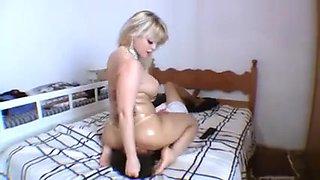 Dominant brazilian BBW fucks a smaller girl