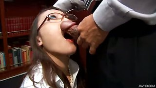 Office slut Ibuki kneels down and gives her boss a wet