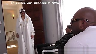 Arabian cuckolder gulps down bbc jizz