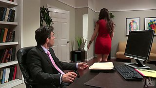 Hot secretary gave a nice blowjob to her boss in his office