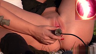 Foxy czech teenie opens up her juicy snatch to the extreme