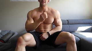 Grizzly muscular guy with nice cunt