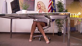Sexy leggy sexretary Rachel Roxxx takes cumshots on super sexy feet with pedicure
