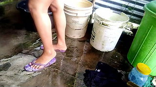desi Indian housewife takes a bath