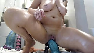 Sweet Brunette Milf Camslut Nasty Ass Play With Dildo