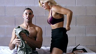 Quite brutal missionary fuck is what blonde MILF India Summer thirsts for