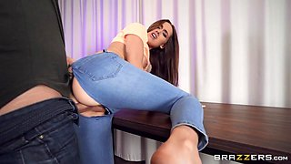 Luxury Girl's New Jeans Free Video With Luxury Girl - Brazzers