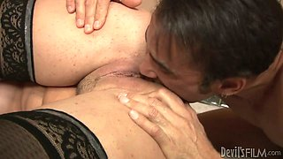 Hussy milf enjoys rimming and tongue hob