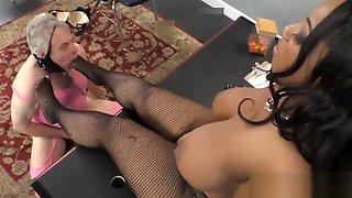 Layla Monroe dominate and humiliate Deviant David