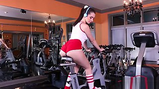 Joseline Kelly in Clearing Your Head At The Gym