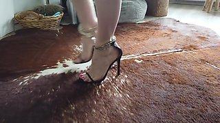 Masturbation - Sabrina in Footcuffs mit Heels