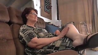 Moans As Mature Lesbian Licks Juicy Pussy Superbly On Sofa B