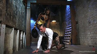Big bottomed black mistress Ana Foxxx punishes anus of white submissive dude