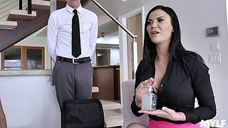 Experienced Jasmine Jae teaches her friend all about hardcore sex