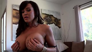 Milf pornstar Lisa Ann goes for a morning sex