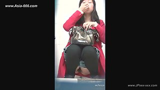 chinese girls go to toilet.149
