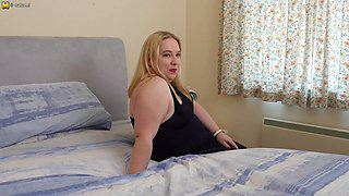 Curvy British Housewife Playing With Her Pussy - MatureNL