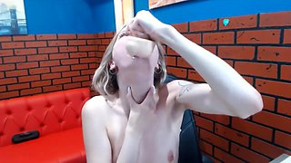 Camwhore ruins her throat with a dildo