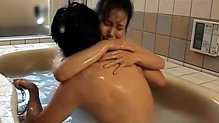 SWeet solo in the bath for Runa Akasaka