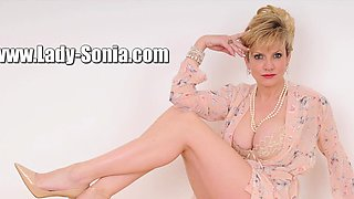 Cheating british milf lady sonia shows her massive knockers
