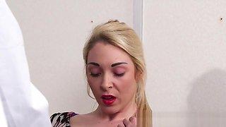 Bigtit UK babe dicksucking her doctor