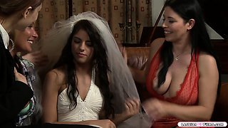 Hot milf licks and fingers the pussy of her friends daughter
