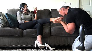 Darryl Hanah sexy MILF mixing Foot Femdom with Blowjob
