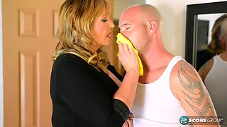 Lusty mature housewife fucked by the plumber